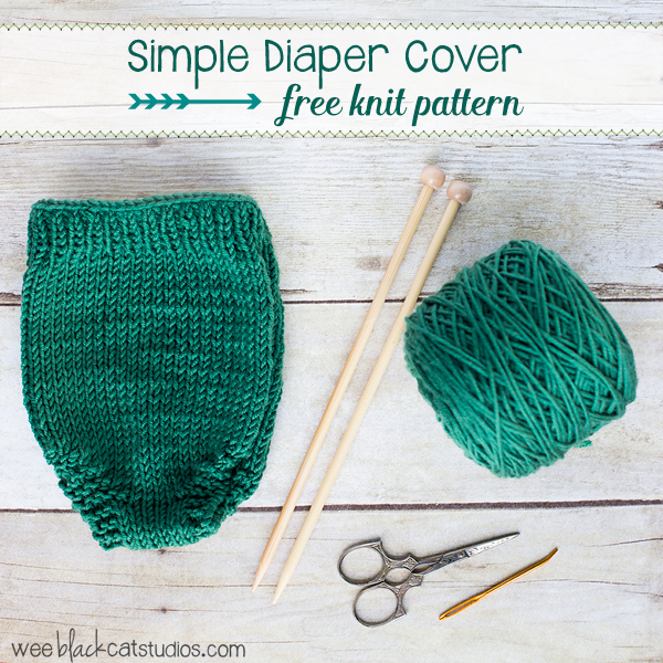 Free knitting pattern for a newborn diaper cover. Perfect for beginner knitters. Useful for newborn photography shoots.